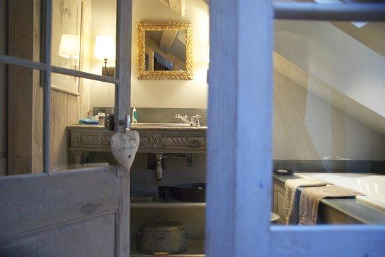 Au Grey d'Honfleur : Bathroom