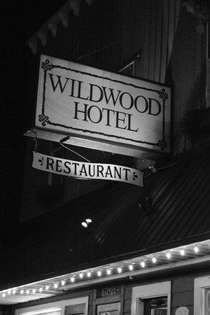 Wildwood Hotel: Hotel sign