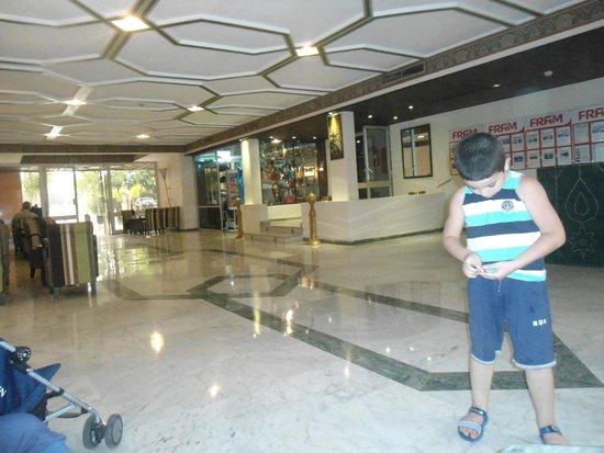 Hotel Chems: hall de reception