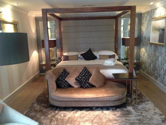 Grosvenor Pulford Hotel & Spa: Huge bed (room 75)