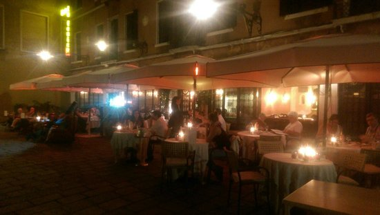 Taverna La Fenice: Our first day in Venice ended at this beautiful place.
