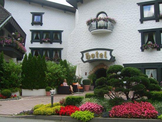 Hotel Sackmann: frontaal zicht op hotelingang