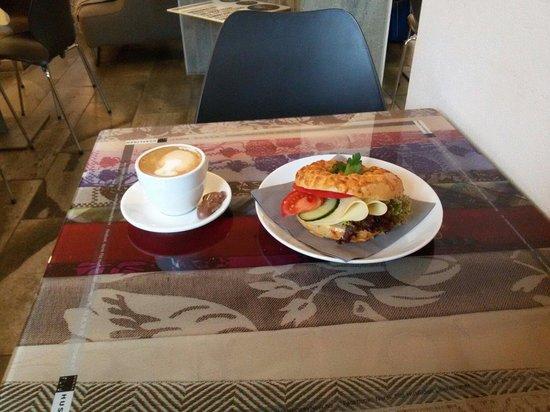 Stasjonen Cafe & Restaurant: Chili bagel and little chocolate frog at Cafe Stasjonen