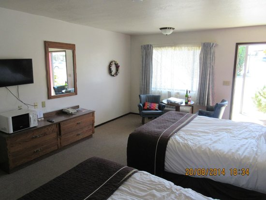 Jim Butler Motel: Room