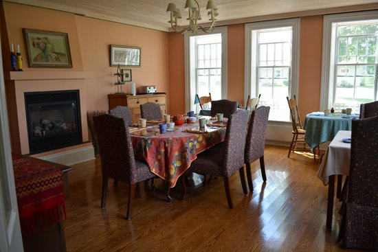 My Mother's Country Inn: Dining Room