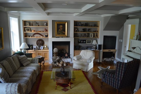 My Mother's Country Inn: Living Room