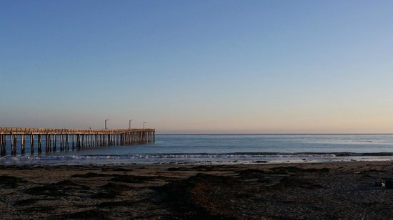 Cayucos Pier : Pier at sunset 1