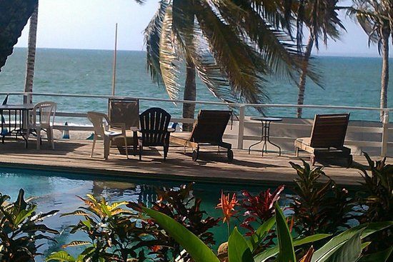 Hotel Surf Paradise : piscina frente a la playa