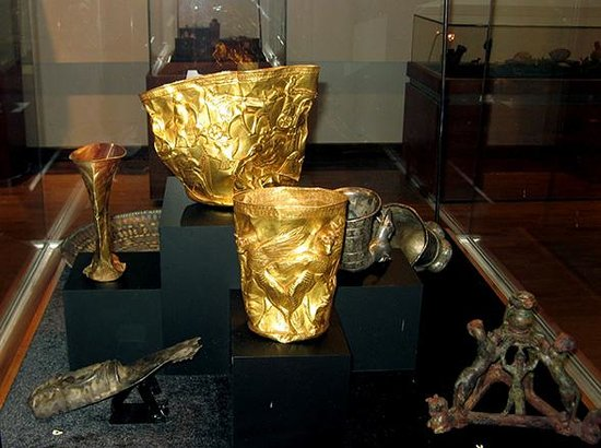 National Museum of Iran: Golden cups with decoration, firts mill. BCE from Hasanlu and Marlik