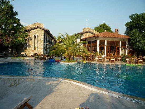 Aydos Club: Pool area