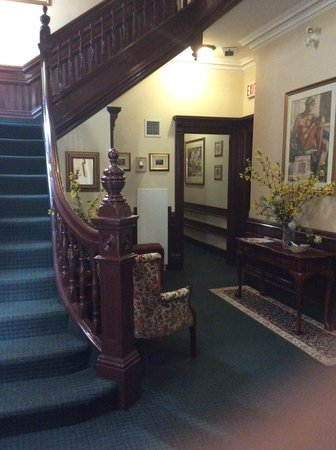 Madison Manor Boutique Hotel: Entry Hall
