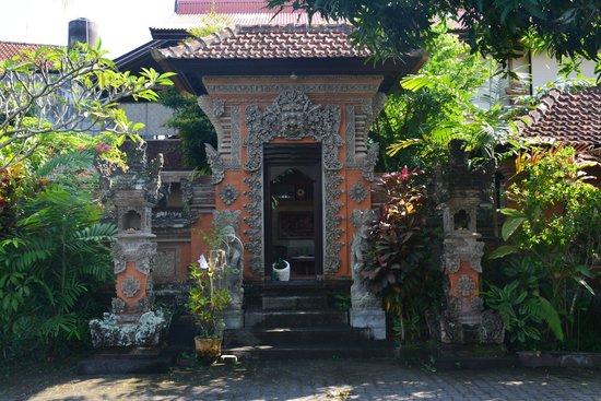 Taman Harum Cottages: Entrada do hotel