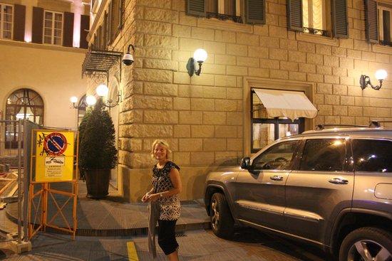 Santa Maria Novella Hotel: outside the entrance