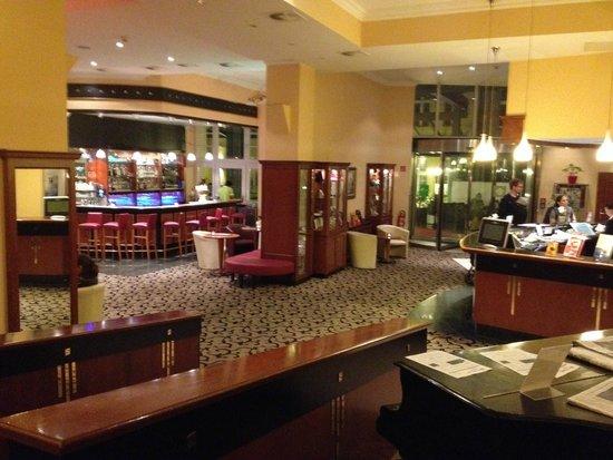 Wyndham Garden Berlin Mitte : Lobby e bar