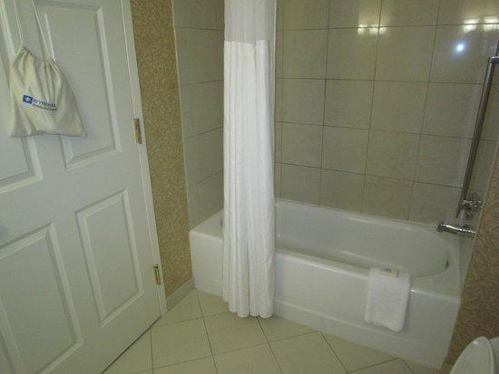 Wyndham Virginia Crossings Hotel & Conference Center: Bathroom