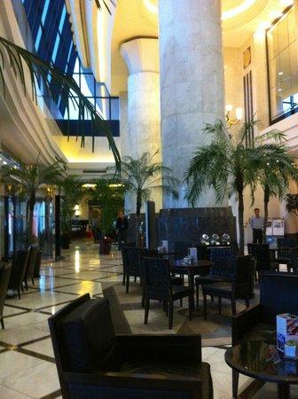 Regal Shanghai East Asia Hotel: lobby area