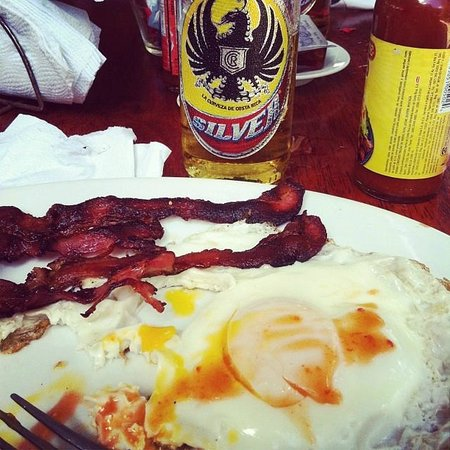 Lo Que Hay: breakfast and beer for the world cup match!