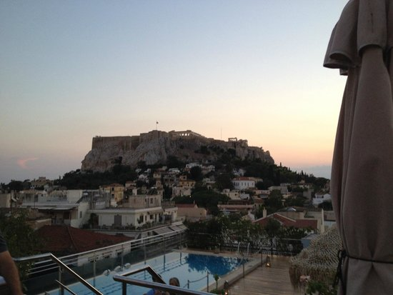 Electra Palace Athens: Twilight view of Acropolis from Roof Garden Restaurant