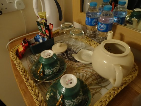 Stanton Villa B&B: The tea set on the room