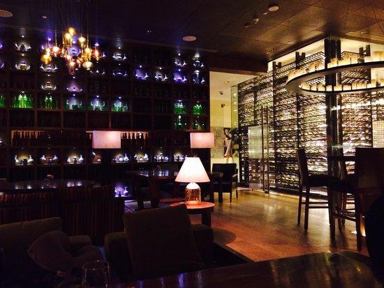 The Ritz-Carlton, Bangalore : Great bar