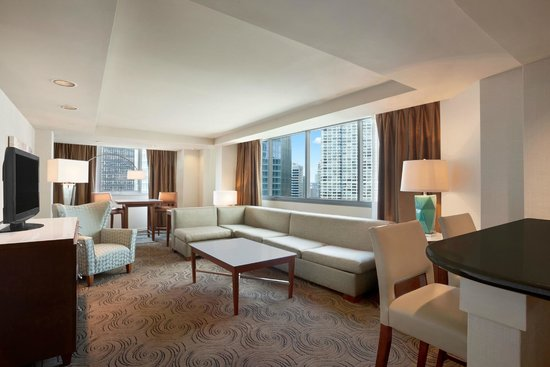 Premier suite living room picture of wyndham grand for Suites in chicago