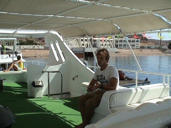 Oonas Dive Club Hotel: An intern ready to help