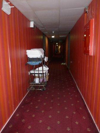 Hotel Otel Lider: Der Gang.