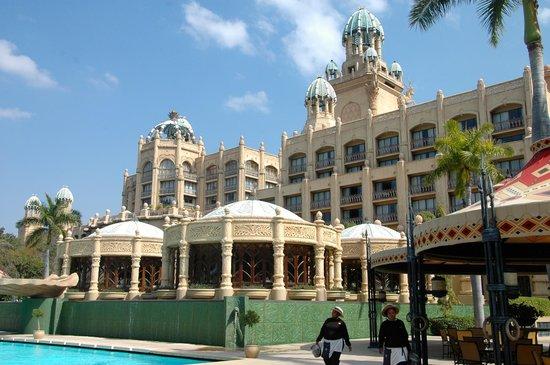 ذا بالاس أوف ذا لوست سيتي: Vista de la piscina y alrededores