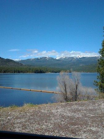 Shasta Lake: este lago esta a 10 minuntos de la ciudad de Shasta se llama Siskiyou lake