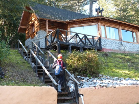 Cabanas Paisaje Bandurrias : Vista de la cabaña a  espalda del fotografo el lago  la montaña