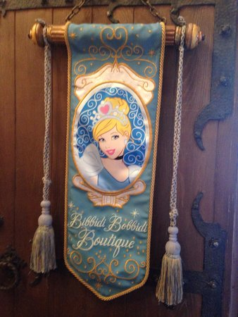 Bibbidi Bobbidi Boutique: By the check in desk