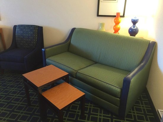 Fairfield Inn & Suites Ankeny: Couch