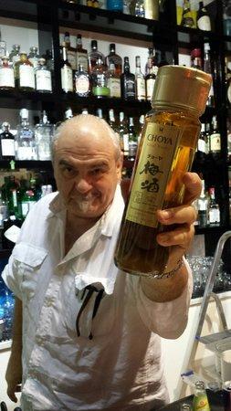 Caffè Ristretto: Mario e uno dei suoi prodotti introvabili, UMESHU, liquore giapponese alle prugne