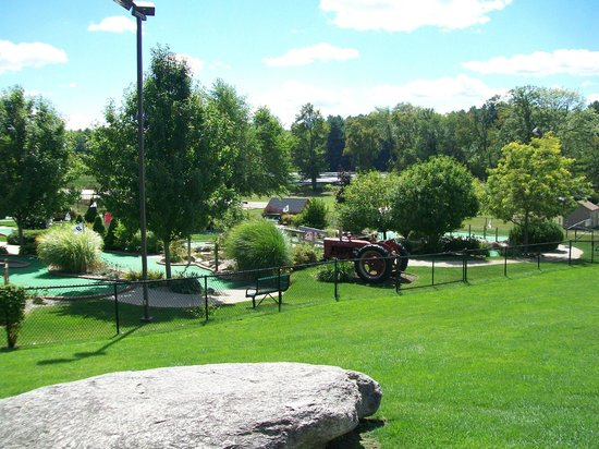 Whitinsville, MA: View of the golf course