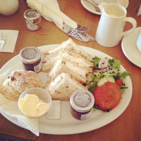 The Lock - Wilkins Tea Room: Simply delicious! Brie & hot chutney sandwiches & cream tea