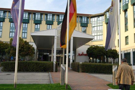 Munich Airport Marriott Hotel: Entrada principal