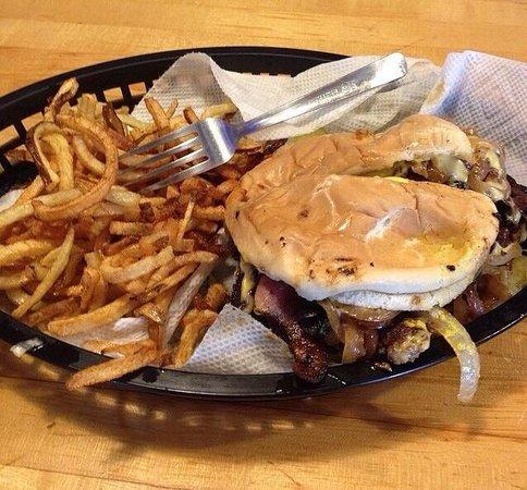 Nic's Grill: Nics burger and fries