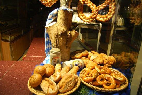 Munich Airport Marriott Hotel: Panes y cerveza