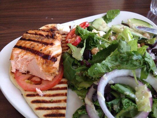 San Diego Pier Cafe : Salmon Mediterranean salad.