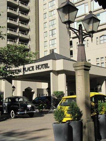 Sutton Place Hotel Vancouver: Excellent Location on Burrard Street