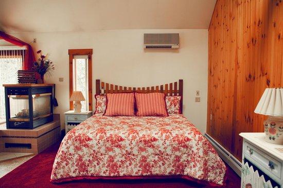 Hillside Farm Bed And Breakfast: The Chicken Coop Interior