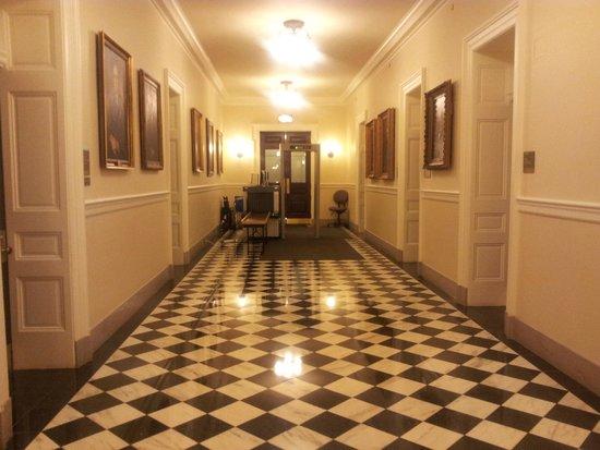 Virginia Capitol Building: hallway