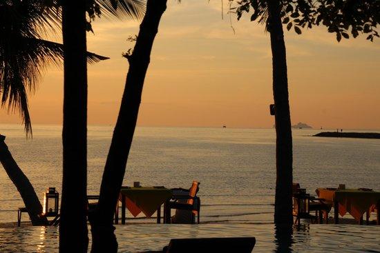 Tango Luxe Beach Villa : Sunset