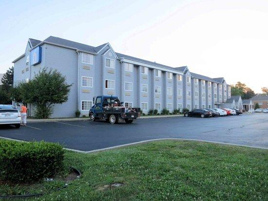 Motel 6 Indianapolis: Motel 6 exterior