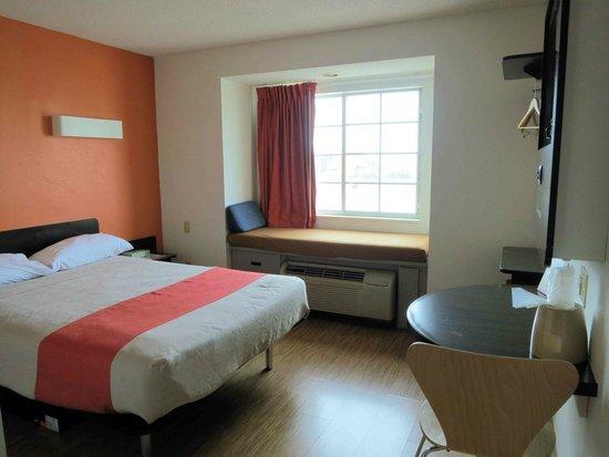 Motel 6 Indianapolis: Room 321