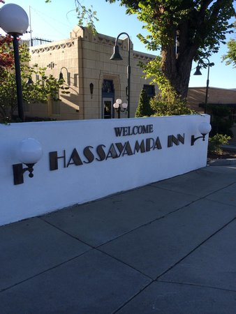 Hassayampa Inn: The sign.