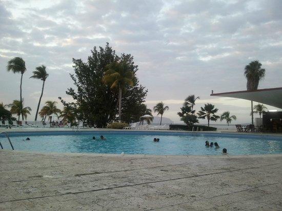 Foto de hotel venetur puerto la cruz puerto la cruz rea for Descuidos en la piscina