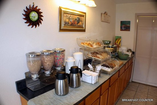 Quality Inn West Columbia: BREAKFAST COUNTER