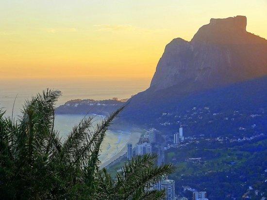 Morro Dois Irmaos: Vista para a pedra da gávea e São Conrado