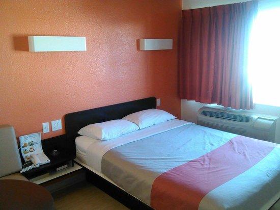 Motel 6 Las Vegas - Tropicana: My room.